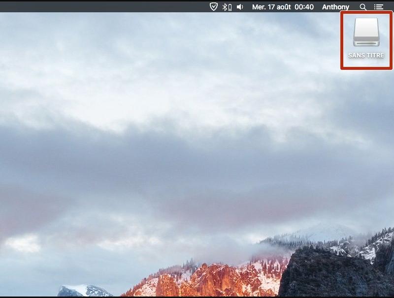 Cắmổ USBcủa bạn vàocổng USBcủa máy Mac