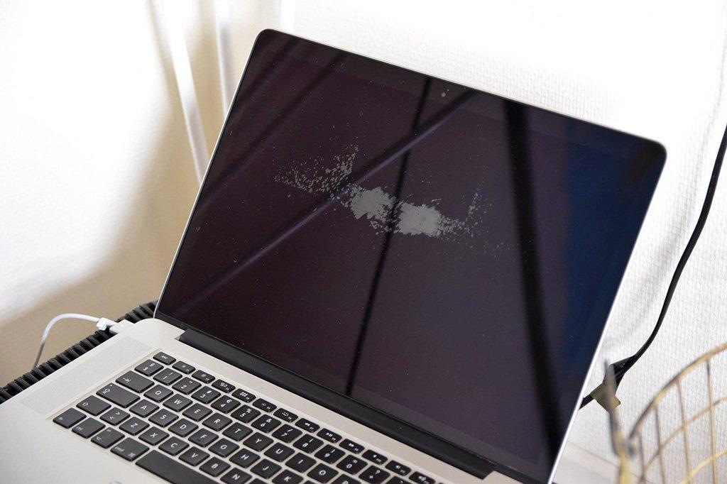 Macbook bị bong lớp chống lóa