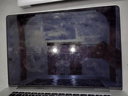 Nhận biết lớp chống lóa Màn hình Macbook