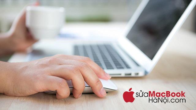 Dấu hiệu nhận biết màn hình macbook bị in bàn phím