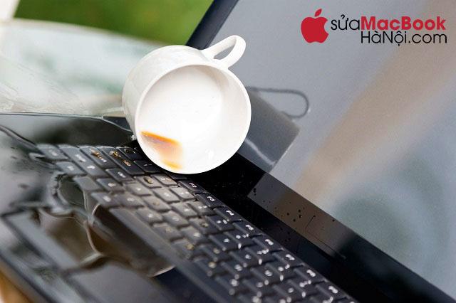 Nguyên nhân macbook bị dính nước, đổ nước, cô ca